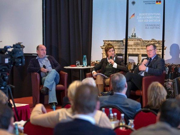 Ministerpräsident Bodo Ramelow nimmt an einem öffentlichen Interview teil.